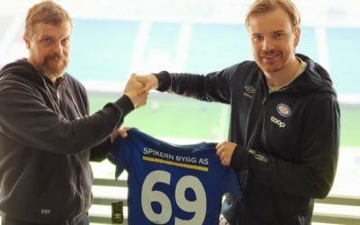 Markedsansvarlig i Spikern Bygg Jo Ryste og Jens August Dalsegg, markedsansvarlig i Vålerenga Fotball.