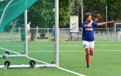 Lea Haji Høiness feirer etter å ha satt inn 2–0-målet. Foto: Morten Mitchell Larød