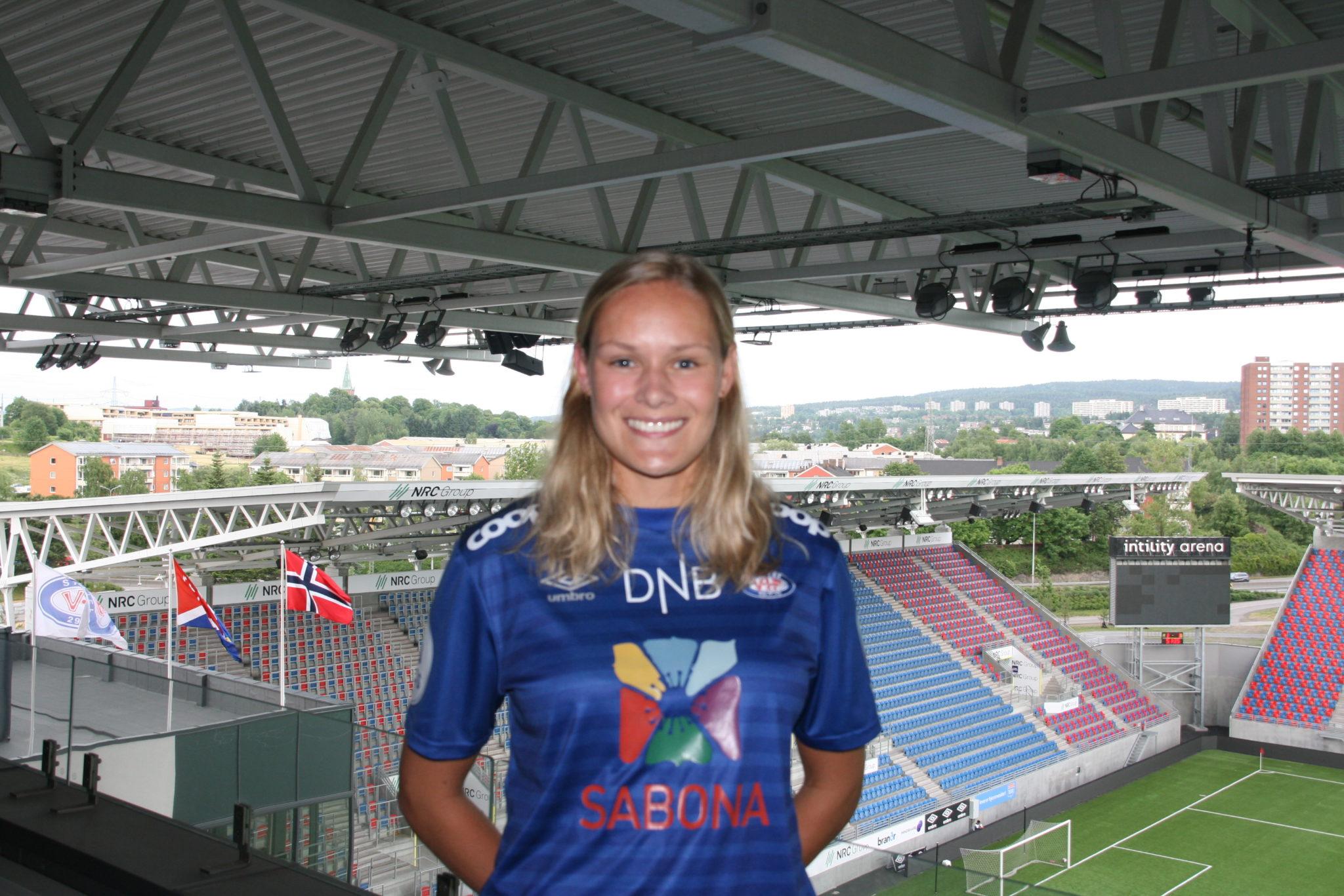 Andrine Tomter på plass i kongeblått!