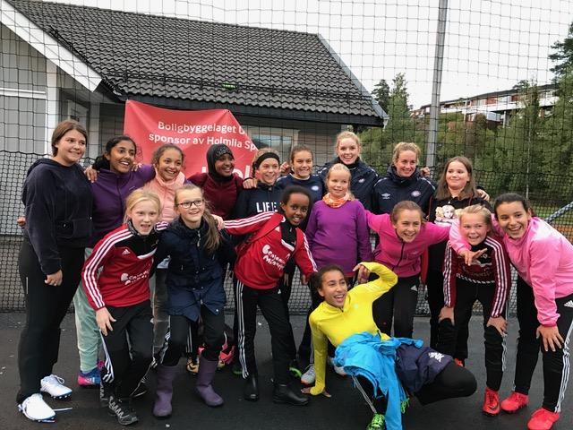 Denne høsten drar Vålerenga Damer A på klubbesøk til Oslos fotballjenter